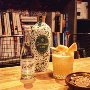 L'IDÉE COCKTAIL DE LA SEMAINE : - 1,5cl de sirop d'érable - 5cl de gin Generous bio - 1 orange fraîchement pressée - 1/2 citron vert fraîchement pressé - 2 dash d'Angostura - Compléter avec de la Tonic Water La French s'il vous plait Bonne dégustation 🍸  www.lafrenchsvp.com  #lafrenchsvp #tonicwater #gingerbeer #bio #madeinfrance #buvezfrancais #cocktailalafrancaise #aperoalafrancaise #baralafrancaise #cocktail #generousgin #gin #maisonpavie #lorenzomaisonpavie #lorenzo #lounge #restaurantlabaule