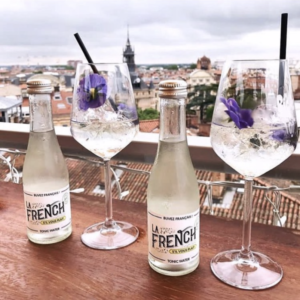 Besoin d'une pause ? Rien de mieux qu'une vue imprenable sur Toulouse pour changer d'air 🏙🇫🇷 www.lafrenchsvp.com  #lafrenchsvp #tonicwater #gingerbeer #bio #madeinfrance #buvezfrancais #aperoalafrancaise #cocktailalafrancaise #baralafrancaise #cocktail #gin #gintonic #mabichesurletoit #toulouse