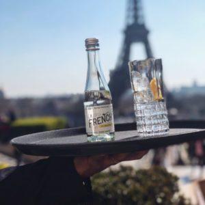 Admirer Paris en dégustant La French s'il vous plait... une seule adresse : le @cafedelhomme ☀️🇫🇷 www.lafrenchsvp.com  #lafrenchsvp #tonicwater #gingerbeer #bio #madeinfrance #buvezfrancais #aperoalafrancaise #cocktailalafrancaise #baralafrancaise #paris #cafedelhomme