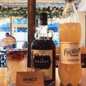 Le cocktail Kraken Dark and Stormy, c'est @en_fac3 que ça se passe 😏🇫🇷 www.lafrenchsvp.com  #lafrenchsvp #tonicwater #gingerbeer #bio #madeinfrance #buvezfrancais #aperoalafrancaise #cocktailalafrancaise #baralafrancaise #paris #enfaceparis #enfac3