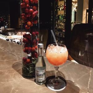 La French aussi a des goûts de luxe s'il vous plait ✨🇫🇷 www.lafrenchsvp.com  #lafrenchsvp #tonicwater #gingerbeer #bio #madeinfrance #buvezfrancais #aperoalafrancaise #cocktailalafrancaise #baralafrancaise #paris #moparis #mandarinoriental