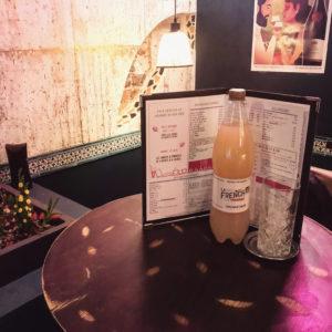 Une petite faim ? Foncez déjeuner au @georgia_love75018 avec un verre de Ginger Beer 😋🇫🇷 www.lafrenchsvp.com  #lafrenchsvp #buvezfrancais #gingerbeer #bio #madeinfrance #baralafrancaise #cocktailalafrancaise #aperitifalafrancaise #paris #restaurant #georgialove