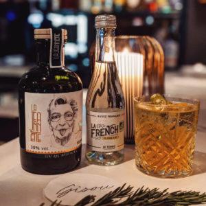 | CONCOURS | Découvrez la petite nouvelle du bar à la française, bientôt partenaire de tous vos apéros ! La French svp s'associe à La Jeannette pour vous faire gagner une bouteille de Gentiane impertinente et des bouteilles de Tonic pour réaliser de véritables Spritz à la Française.  Soyez l'un des premiers à déguster ce nouveau cocktail 😋🇫🇷 Pour participer : - Suivre les deux comptes @lafrenchsvp et @drink_jeannette - Mentionner vos 2 ami(e)s avec lesquels vous partagerez vos cocktails - Bonus : partager le post en story pour augmenter vos chances de gagner 🍀  Un(e) gagnant(e) sera tiré(e) au sort parmi les 2 pages donc n'hésitez pas à participer sous les 2 posts) CONCOURS TERMINÉ ! Bravo @cathia.skanpy 🥳  www.lafrenchsvp.com www.lajeannette-gentiane.fr  #lafrenchsvp #drinkjeannette #buvezfrancais #tonicwater #gingerbeer #madeinfrance #bio #cocktailalafrancaise #baralafrancaise #aperitifalafrançaise #concours #lajeannette #cocktails #drinkofinstagram #frenchspritz